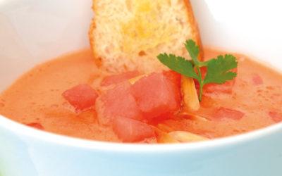 Wassermelonengazpacho mit fruchtig-scharfem Chilikernöl